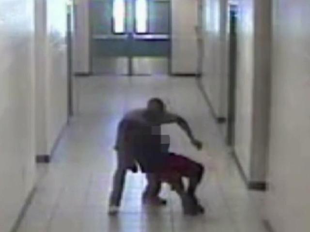 Video muestra Convicted Va. School Guard Tackling, usando Choke Hold en estudiante de secundaria