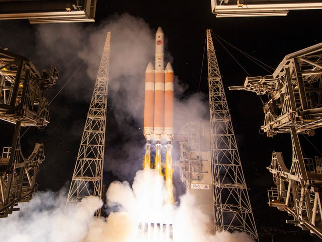 Watch NASA Launch Its Sun-Skimming Parker Solar Probe