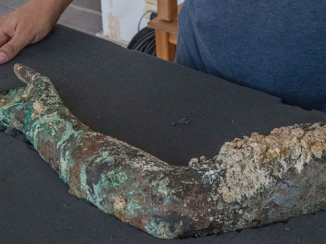 There May Be Seven Incredibly Rare Bronze Statues Buried At the Antikythera Shipwreck