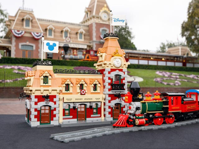 Lego's Motorized Disney Train Set Looks Like It Just Pulled Out Of The Park