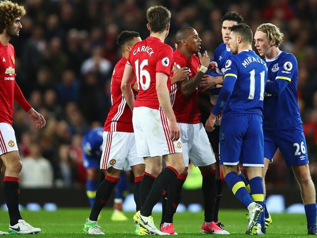 Everton Βαθμολογία Stupid Goal, Μάντσεστερ Γιουνάιτεντ Λάβετε αργή ποινή, και οι δύο πηγαίνουν στο σπίτι δυσαρεστημένοι