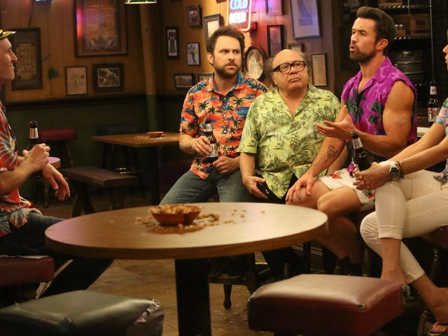 It's a sublimely crappy roundtable as It's Always Sunny solves the bathroom debate