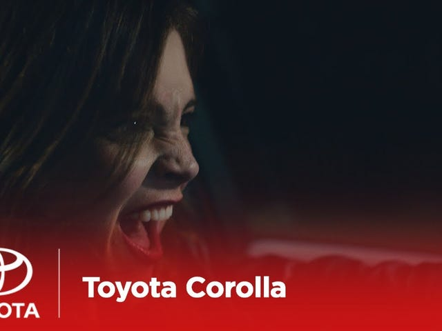 Тойота решила, что ее целевой клиент для Хэтчбека Короллы - люди, которые ведут себя как чертовски грязные сумки