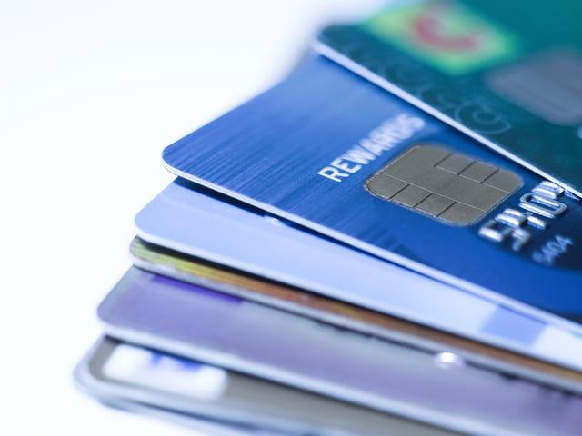 क्रेडिट कार्ड कैसे प्राप्त करें जब आप पहले से ही ऋण में हैं