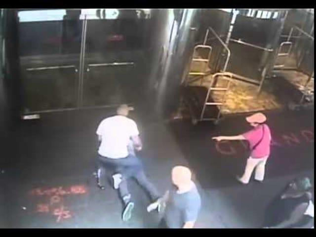 NYPD udgivelser Video of Officer tager ned tidligere pro tennis spiller James Blake