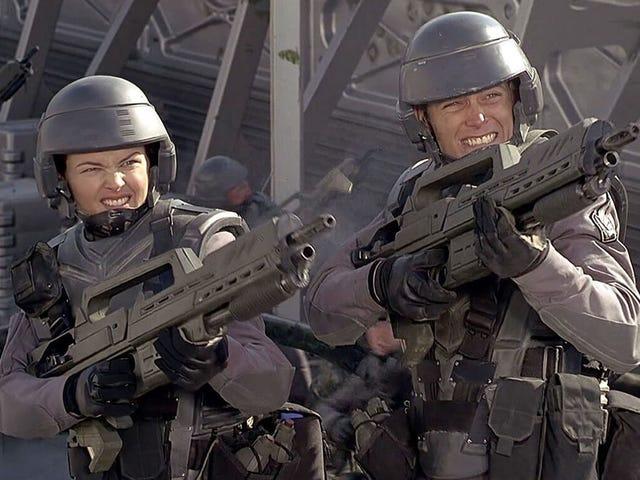 Denne video undersøger Starship Troopers messede satiriske forhold med fascisme