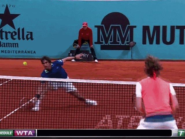 Pablo Cuevas เปิดตัวผู้ชนะอย่างเหลือเชื่อเหลือเชื่อ Alexander Zverev