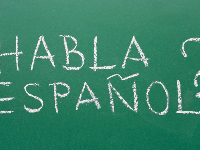L'insegnante che non parla spagnolo fa scuola dopo essere stato rifiutato per un lavoro che insegna spagnolo