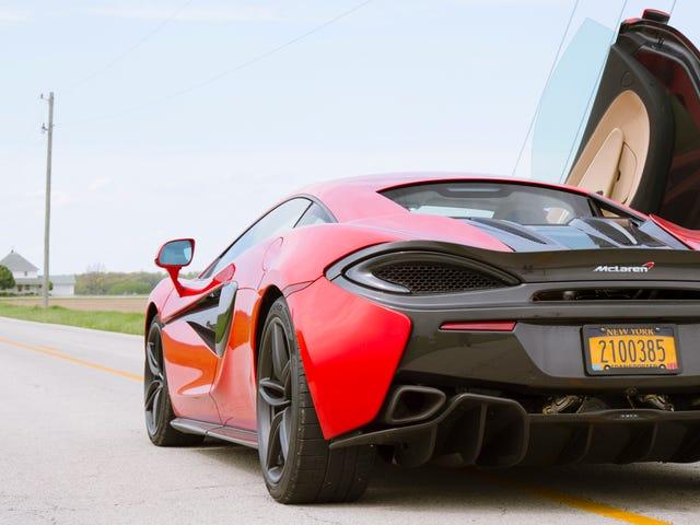 Τι είναι σαν να οδηγήσετε ένα $ 240,000 McLaren στη μέση του πουθενά Ohio