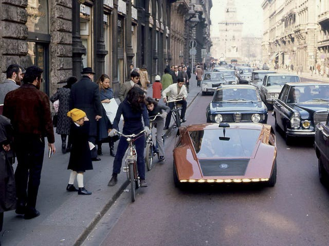 People in awe of the Lancia Stratos Zero on the streets of Italy