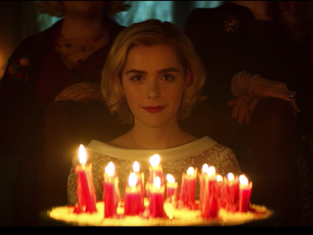 "<a href=https://news.avclub.com/the-first-chilling-adventures-of-sabrina-teaser-really-1829028922&xid=17259,15700019,15700043,15700124,15700149,15700186,15700191,15700201,15700214 data-id="""" onclick=""window.ga('send', 'event', 'Permalink page click', 'Permalink page click - post header', 'standard');""><i> Chilling Adventures Of Sabrina</i> teaser ilk <i> Chilling Adventures Of Sabrina</i> gerçekten ""ürpertici"" kısmına doğru eğilir</a>"