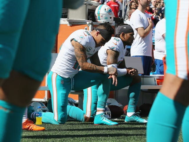 Le receveur de la NFL, Kenny Stills, déclare le propriétaire des Dolphins de Miami, Stephen Ross, être un hypocrite convaincant.
