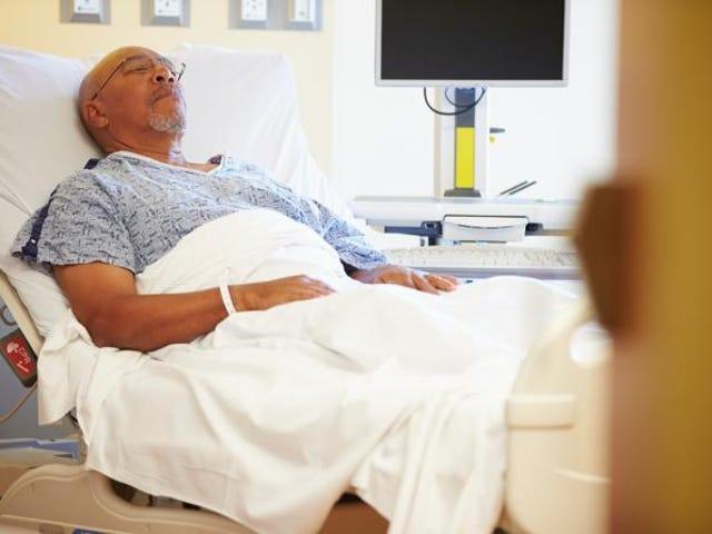 Nghiên cứu: Các bác sĩ có giao tiếp không lời ít giao cảm với bệnh nhân da đen đang hấp hối