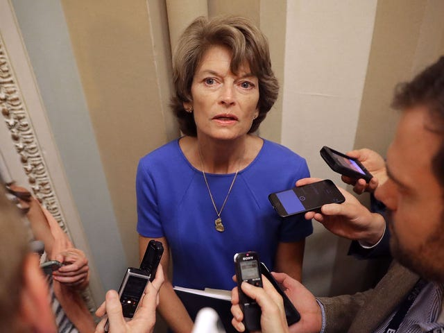 Trump Administration menace de punir l'Alaska en rétorsion pour le vote de Murkowski contre Trumpcare