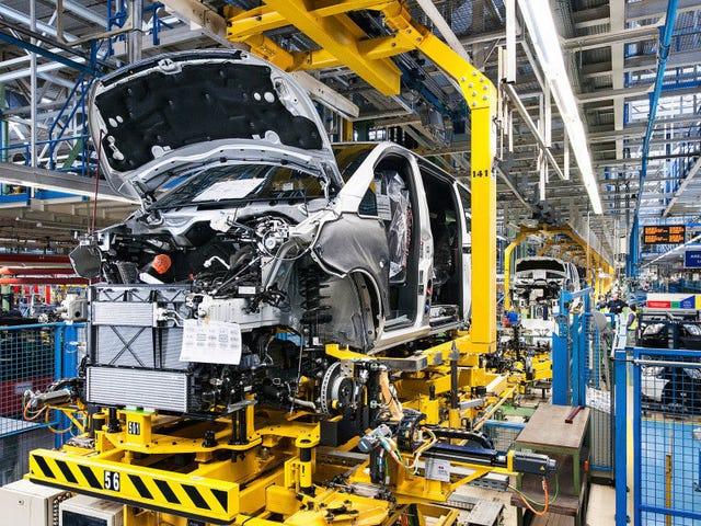 Des travailleurs ferment l'usine Mercedes qui les a appelés lors d'un coronavirus