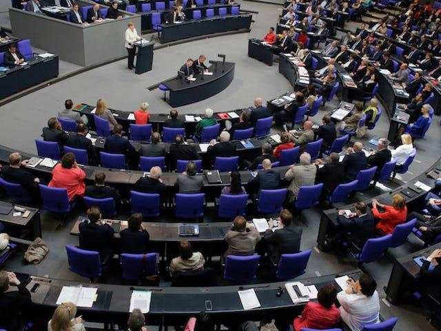 """Saksan parlamentti luo """"ei keinoja ei"""" -lainsäädäntöä"""