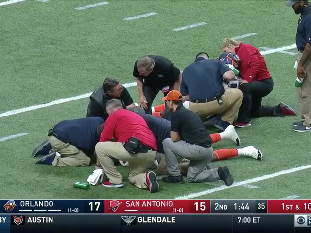 Linebacker Ryan Davis Exits AAF Game On Stretcher After Injuring His Neck While Colliding With A Teammate