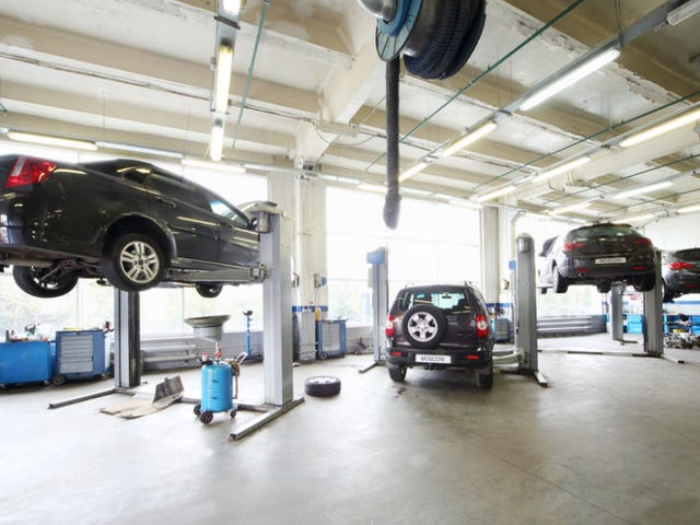 All-Female Garage in France Lets Women Get Manicures and Oil Changes