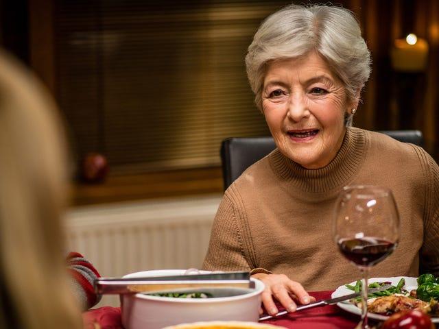 'Digamos todos por lo que estamos agradecidos', dice la madre que aparentemente cree que está en una pintura folclórica normanda <em></em>