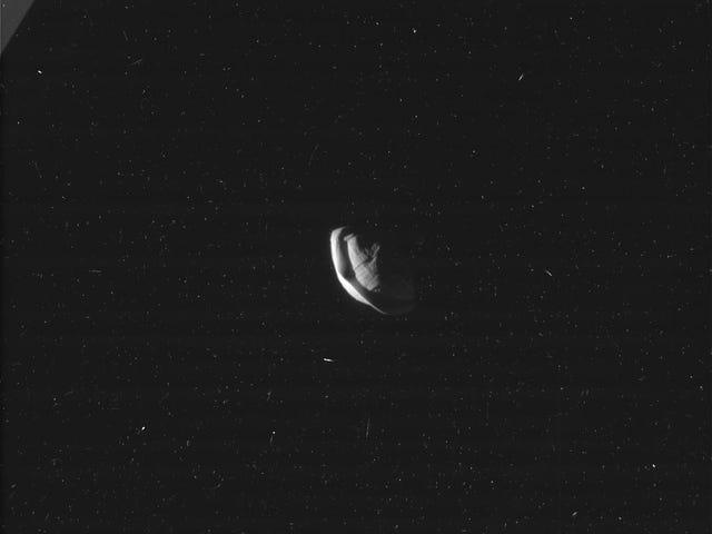 La Luna más extraña de Saturno parece un ravioli