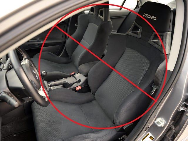 2015 Lancer Evolution X har inte Recaro-stolar.