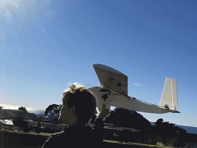 Guy verwandelt eine kaputte Heizung in ein billiges RC-Flugzeug