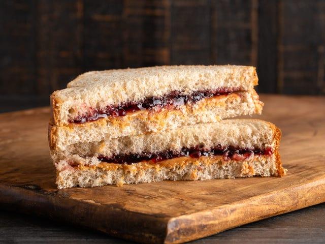 District scolaire de Rhode Island accusé de punir les enfants avec des sandwichs froids pour avoir une dette de repas exceptionnelle
