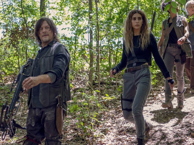 The Walking Dead kills, then falls into a hole for its midseason finale