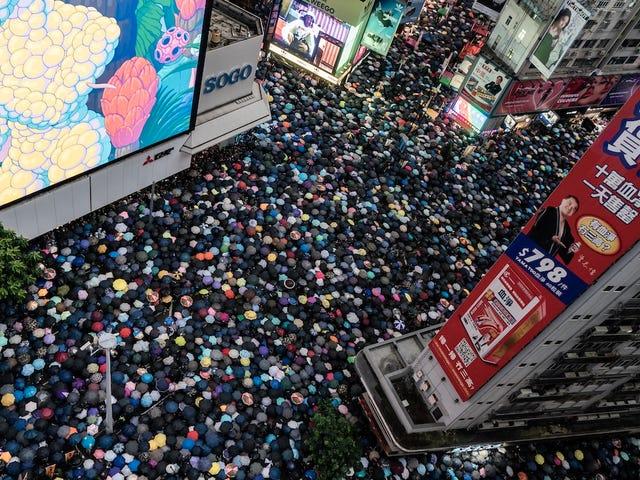 Największa chińska agencja propagandowa kupuje reklamy na Facebooku i Twitterze do Smear Protesters w Hongkongu