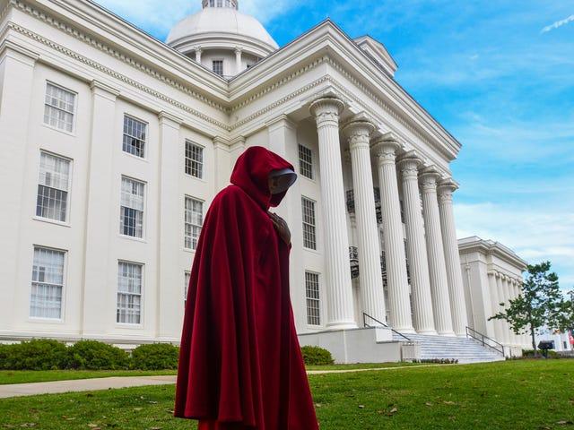 赞美是:一名黑人妇女刚刚停止了阿拉巴马州的堕胎禁令