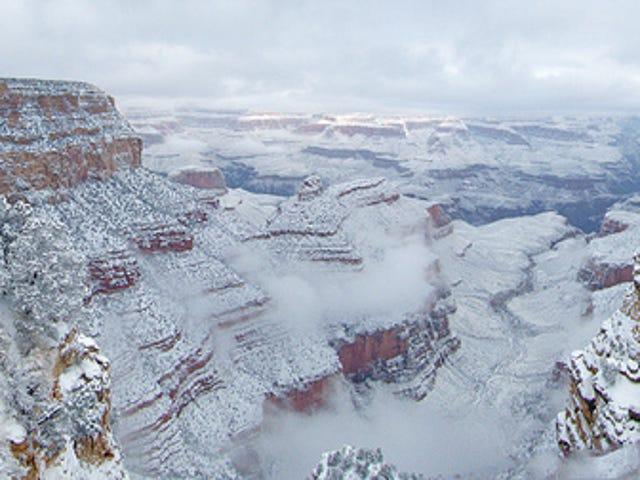 그랜드 캐년에서 새해 첫 눈이 내리는 모습