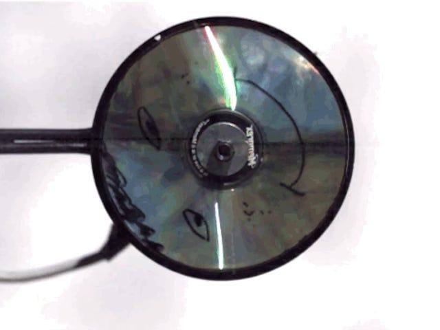 Así de increíble se ve la explosión de un CD en cámara superlenta