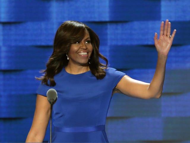 महिला जो मिशेल ओबामा 'हील्स इन हील्स' को रियल टाइम के लिए निकाल दिया