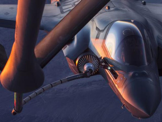 Aerial Refuelling Pictures Never Get Old