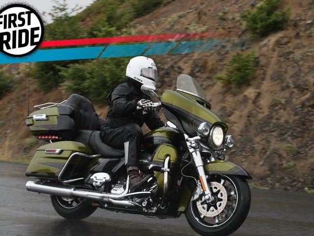 Harley-Davidsonin uusi Milwaukee-kahdeksan moottori on niin hyvä, että menetät housut