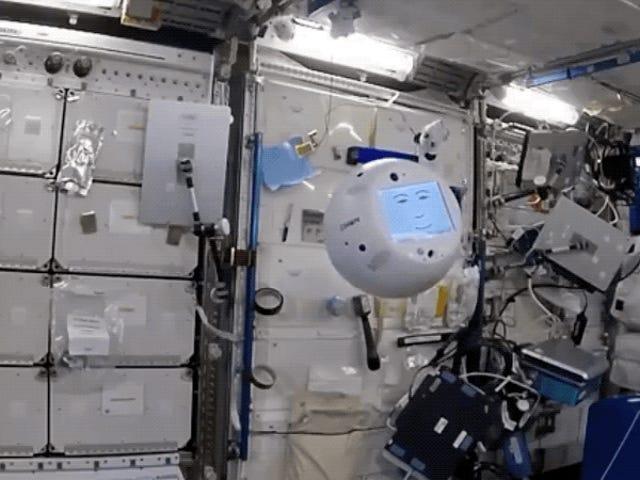 In Video Debut, CIMON il robot ISS lancia un capriccio inaspettato <em></em>