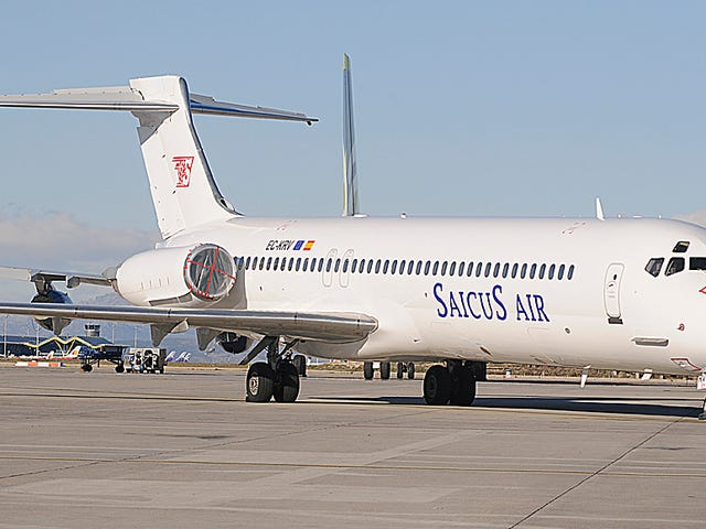 Madrid busca al dueño de este avión que lleva nueve años abandonado en su aeropuerto