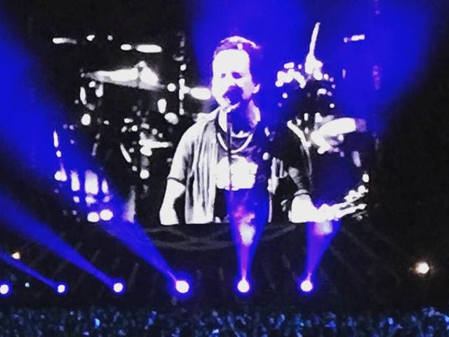 Why go see Pearl Jam? A diehard and a lapsed fan find out