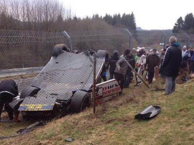 Nissan GT-R voltea en multitud en la carrera de Nürburgring, One Dead [ACTUALIZADO]