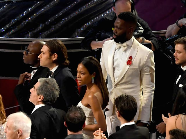 The Wildest Crowd Reaction Shots to Last Night's Moonlight/La La Land Upset