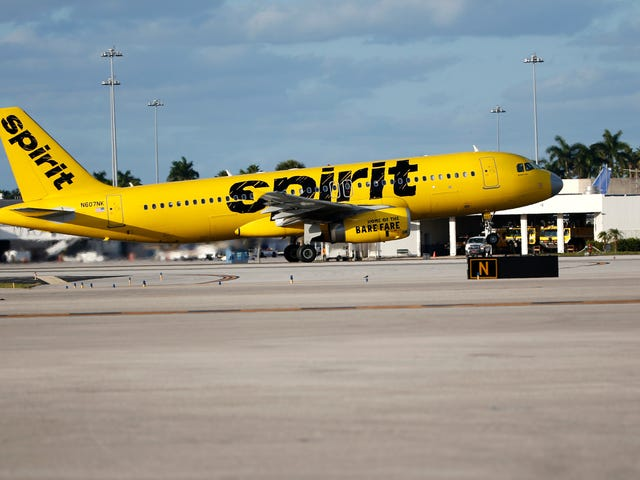 Dumbass Thinks He Can Vape Into a Bag on Spirit Airlines Flight, Gets Lifetime Ban: Report