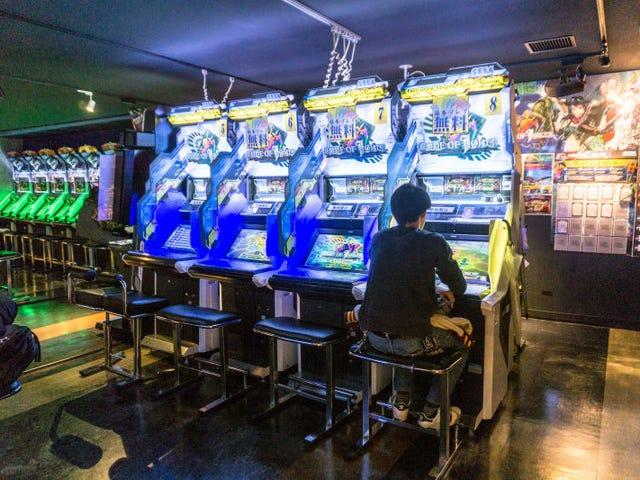 Por qué los salones recreativos de videojuegos no han muerto aún en Japón