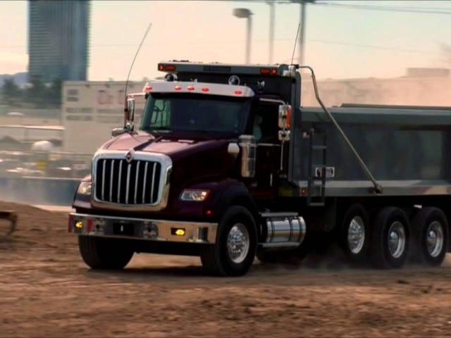 Номинация на лучшее худшее видео для запуска идет в: Международные грузовики (взрывы внутри)