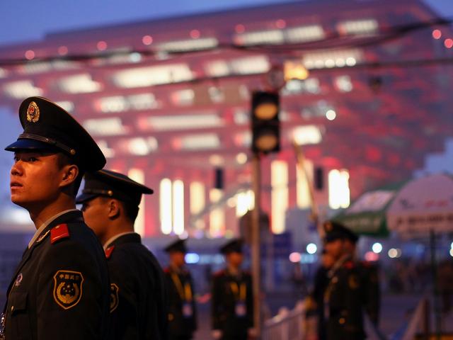ตำรวจจีนบอกว่าการจดจำใบหน้าระบุว่าผู้ต้องสงสัยออกจากฝูงชนจำนวน 50,000 คน