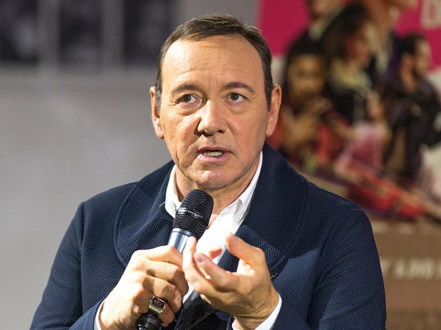 Kevin Spacey indossa il cappello insistendo He Just 'Retired,' Not That Other
