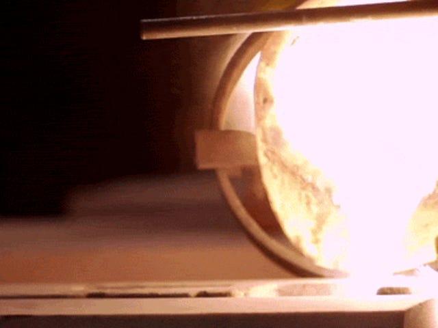 Video: Membuat kastor besi tuang dengan cara yang lama adalah sangat menyenangkan