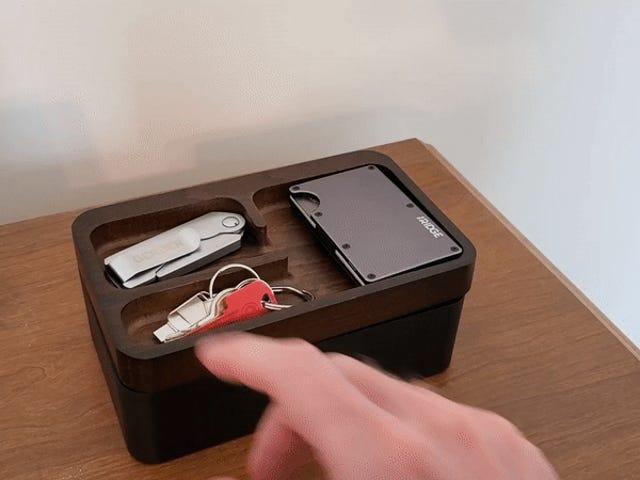 Revov托盘盒采用光滑的旋转设计,使您的日常携带井井有条