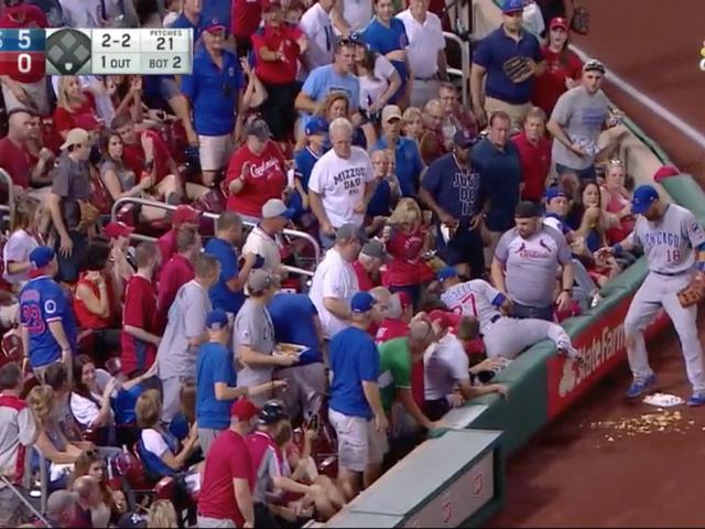 Addison Russell Spills Cardinals Nachos dei fan, lo porta nuovi come offerta per la pace