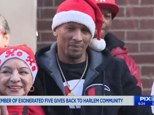 """Korey Wise von The Exonerated Five Hosts - Weihnachtsgeschenk für Spielzeug in seiner alten Nachbarschaft in Harlem: """"Es gibt nichts Besseres"""""""