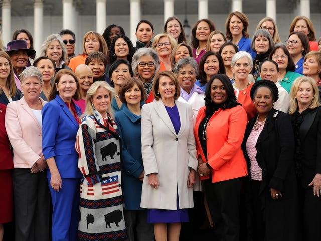 Ngôi nhà phản đối NRA để đổi mới hành vi bạo lực đối với phụ nữ Đạo luật với các quy định mạnh mẽ để bảo vệ tất cả phụ nữ